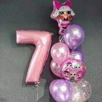 Фонтан из розово-сиреневых шаров с цифрой 7 и куклой ЛОЛ