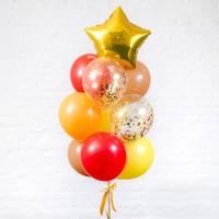 Фонтан из красных, желтых и оранжевых шаров со звездой