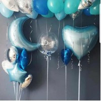 Композиция из голубых, бирюзовых и синих шаров с месяцем