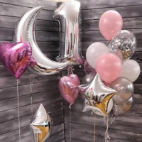 Композиция из розово-серебряных шаров с Месяцем и цифрой 1