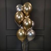 Фонтан из золотых и серебряных хромированных шаров