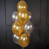 Фонтан из золотых и серебряных шаров металлик