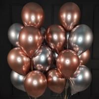 Композиция из персиковых и серебряных хромированных шаров