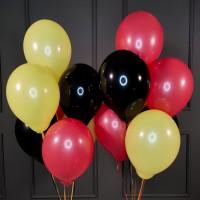 Композиция из черных, красных и желтых шаров