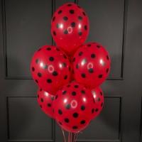 Фонтан из красных шаров в горошек