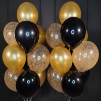 Композиция из черных, золотых и прозрачных шаров с конфетти