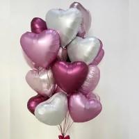 Облако из бордовых, розовых и белых сатиновых сердец