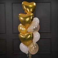 Фонтан из золотых и белых шаров с сердцами