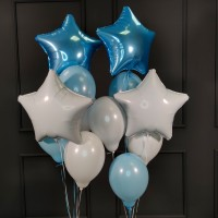 Композиция из воздушных голубых и белых шаров со звездами