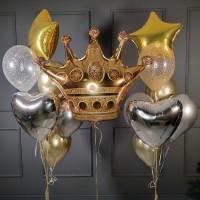 Композиция из серебряных и золотых шаров с короной