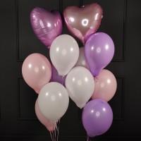 Композиция из сиренево-розовых шаров с сердцами
