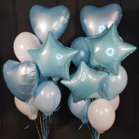 Композиция из шаров бело-голубых с сердцами и звездами