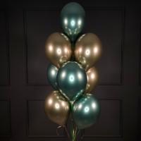 Фонтан из золотых и зеленых хромированных шаров
