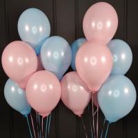 Композиция из воздушных шаров розовых и голубых пастель
