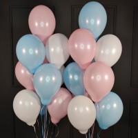 Композиция из розовых, голубых и белых шаров пастель